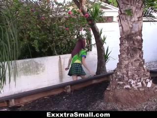 Exxxtrasmall - صغير فتاة scout مارس الجنس بواسطة ضخم كوك