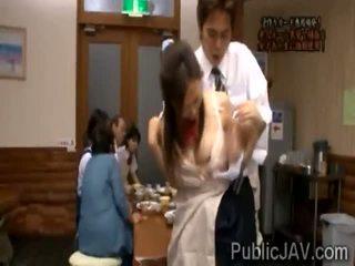 Classmate fucks 단 jap 여학생 에 앞 의 그녀의 가족