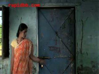 Küla tüdruk kuritarvitatud poolt richman