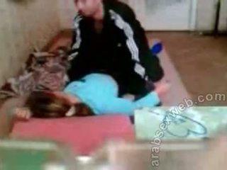 Arab casal a foder em o chão privado sexo vídeo