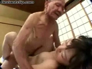 가난한 일본의 여학생 엿 로 늙은 fart