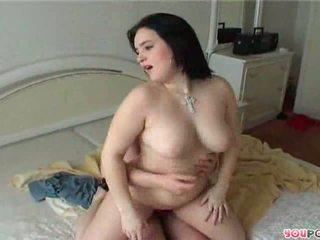 A красуня товста зріла леді rides a stiff хуй