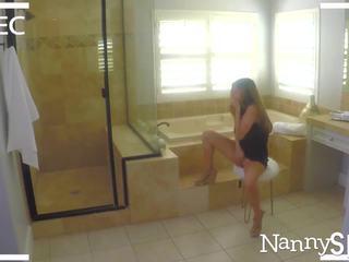 Nannyspy vater takes vorteil von porno addict nanny nina north