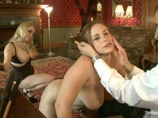 Guest husmor aiden starr comes till den upper golv till spela med hus slaves
