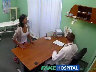 Fakehospital jung teen mädchen nicht auf geburt steuerung bends über für doctors cr