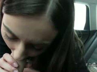 Lepo najstnice bangs v fake taxi