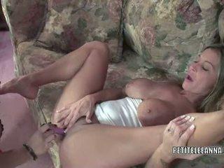 Latina MILF Angel Lynn fucks mature slut Leeanna Heart