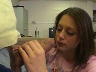 Enchanting সামান্য আইনগত বয়স teenager kelsey michaels squeezes বৃহত্তম বাড়া নিচে warm throat