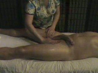 การนวด สถาบัน masseuse takes การดูแล ของ a ใหญ่ whi