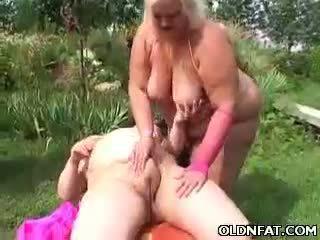 Rasva läkkäämpi blondi lelu perseestä