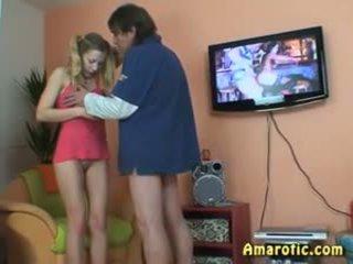 Vecs vīrietis - jauns meitene: bezmaksas pusaudze porno video 13