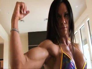 Perfekt fitness muscle kvinne flexing henne sterk ripped biceps