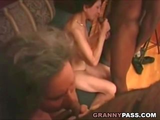 Rotujenvälinen mummi anaali, vapaa rotujenvälinen anaali porno video- 43