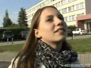 esmer, üniversiteli kız, gerçeklik