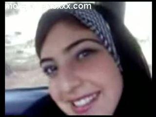 Søt arabisk tenåring vis pupper i bil