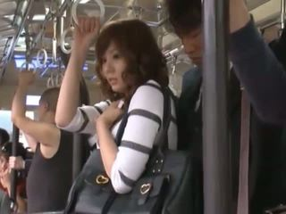 Yuma est getting sur la subway à aller maison