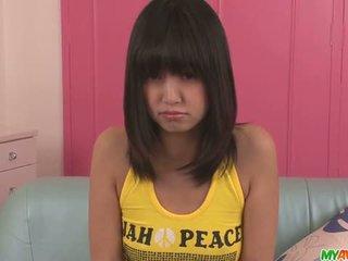 Kotomi asakura ado asiatique gives blowjobs en une plan a trois