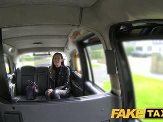 Faketaxi vrouw reeks omhoog voor taxi neuken