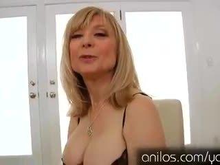 Nadržané vyzreté babka nina hartley masturbovanie
