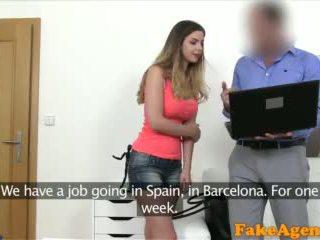 Fakeagent anh bé với to tits fucked lược qua mới euro agent video