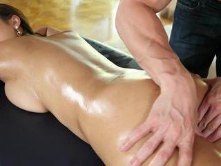 Sexy bodied nackt asiatisch cutie sharon lee gets massaged