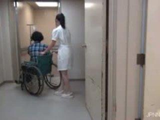 彼ら are で ザ· 病院 と この ベイブ part1