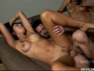 kvaliteet brünett internetis, vaatama group sex lõbu, reaalne suudlemine parim