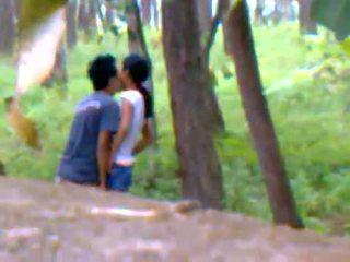 Desi vriendin openlucht neuken met boyfriend