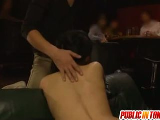 Δημόσιο γαμήσι με sora aoi γαμημένος/η σε ένα τρίο