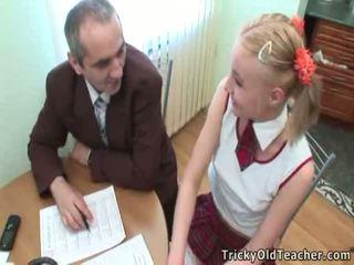 Schattig student pleases haar oud coach voor meer uitstekend grades
