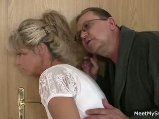 On leaves in old parents seduces njegov yummy gf
