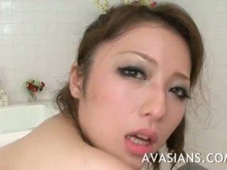 बस्टी जपानीस मोम likes यह डीप में the बातरूम