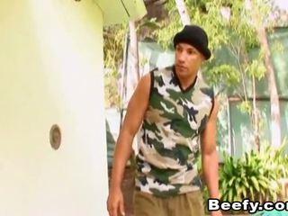 Beefy muscle hunt und fick im die haus
