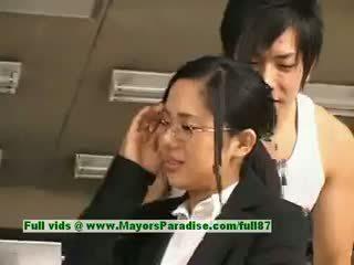 Sora aoi innocent üleannetu aasia sekretär enjoys getting