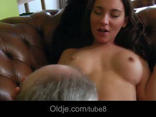 Gorące bossy nastolatka fucks jej stary butler
