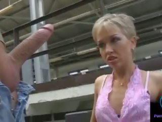 Monique 저크 thomas 돌 거대한 shaft outdoors: 포르노를 33