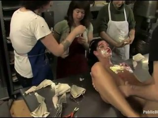 Buah dada besar prisoner used sebagai seks budak