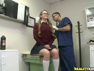 student, brýle, sukně