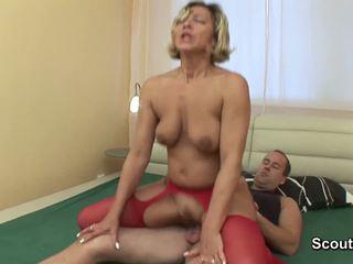 妈妈 wake 向上 什么时候 男孩 触摸 她的 和 得到 性交 硬