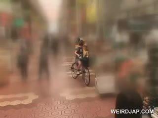 এশিয়ান বালিকা sweeties getting twats সব ভেজা যখন বাইক চালানো ঐ bike