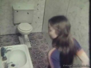 Jāšanās onto the washroom grīda