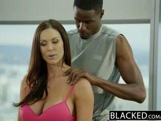 Blacked sportlikus vormis beib kendra lust loves tohutu mustanahaline riist