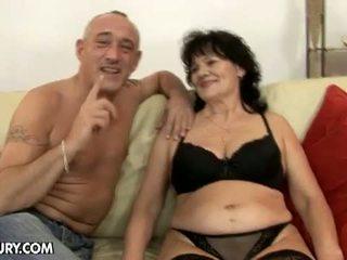 Lusty grandmas: 角質 爺爺 熱 為 毛茸茸 奶奶 helena 可能