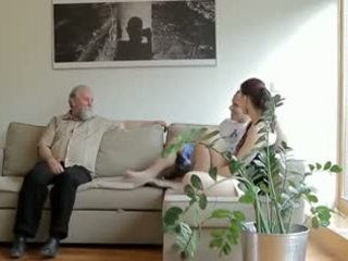 हॉर्नी पुराना आदमी fucks son's गर्लफ्रेंड