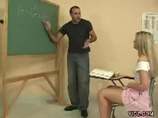 Geil leraar dekhengst merken student tonen poesje