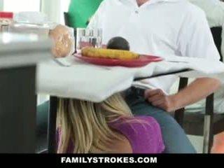 Familje strokes- step-mom teases dhe fucks step-son