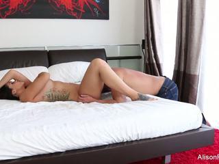 Alison tyler gets son étroit chatte baisée en lit: hd porno 89