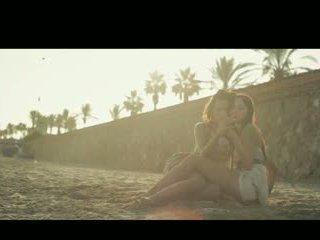 Aiko e chelsy toccare di sole