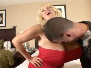 Hugetits reif hausfrau enjoying ein fett penis