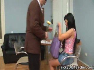 हॉट sweetheart olesya drills साथ उसकी टीचर.